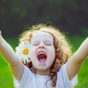 Zdjęcie radosnej dziewczynki